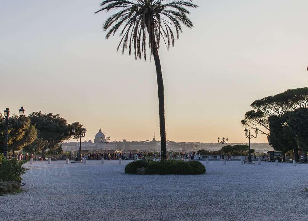 Dalla terrazza del Pincio vista sulla Cupola di San Pietro | Roma ...