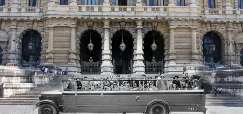 Torpedone scoperto per il trasporto turisti a Piazza Cavour