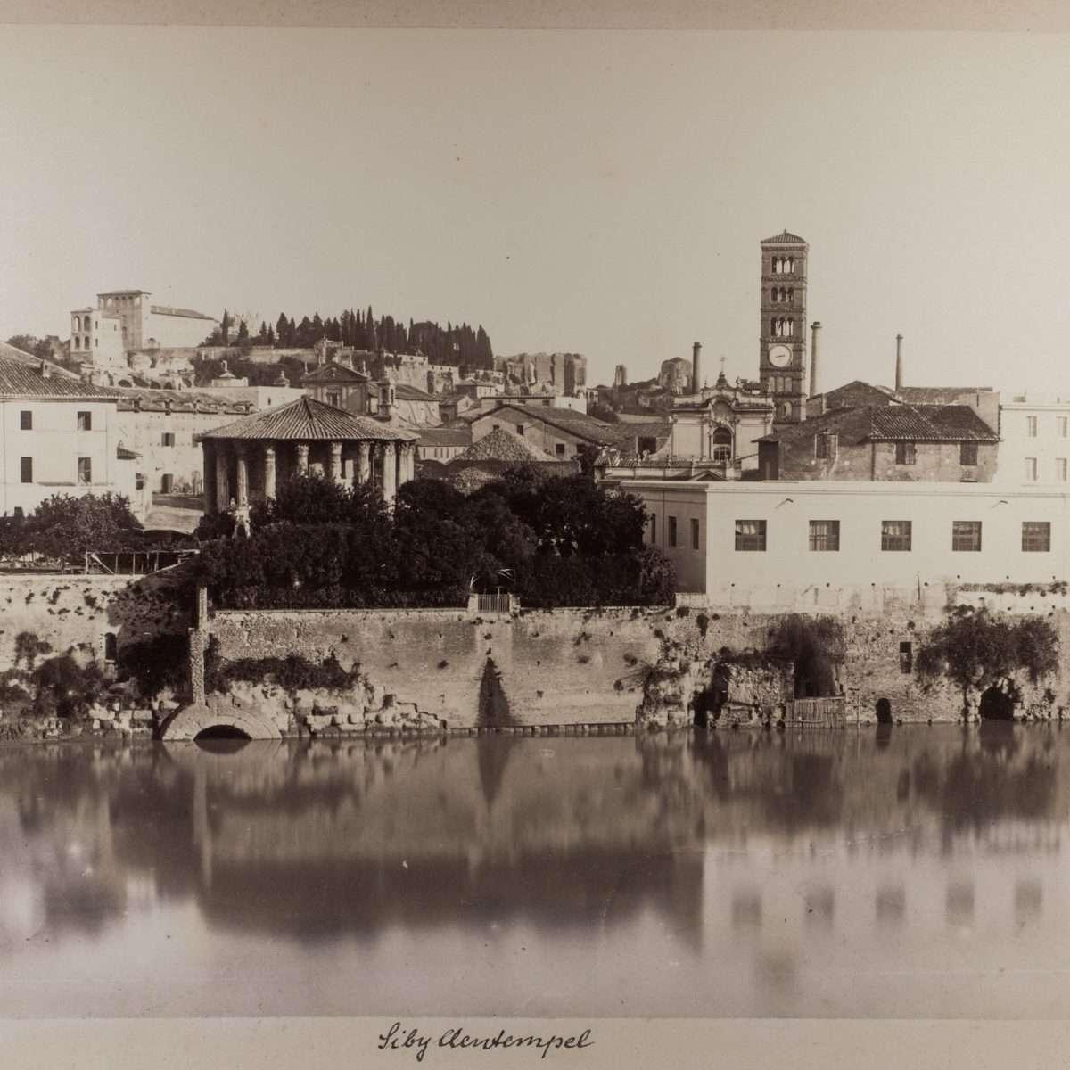 L-1090170 - Veduta dello sbocco della Cloaca Massima nel fiume Tevere  - Alinari - 1870:75