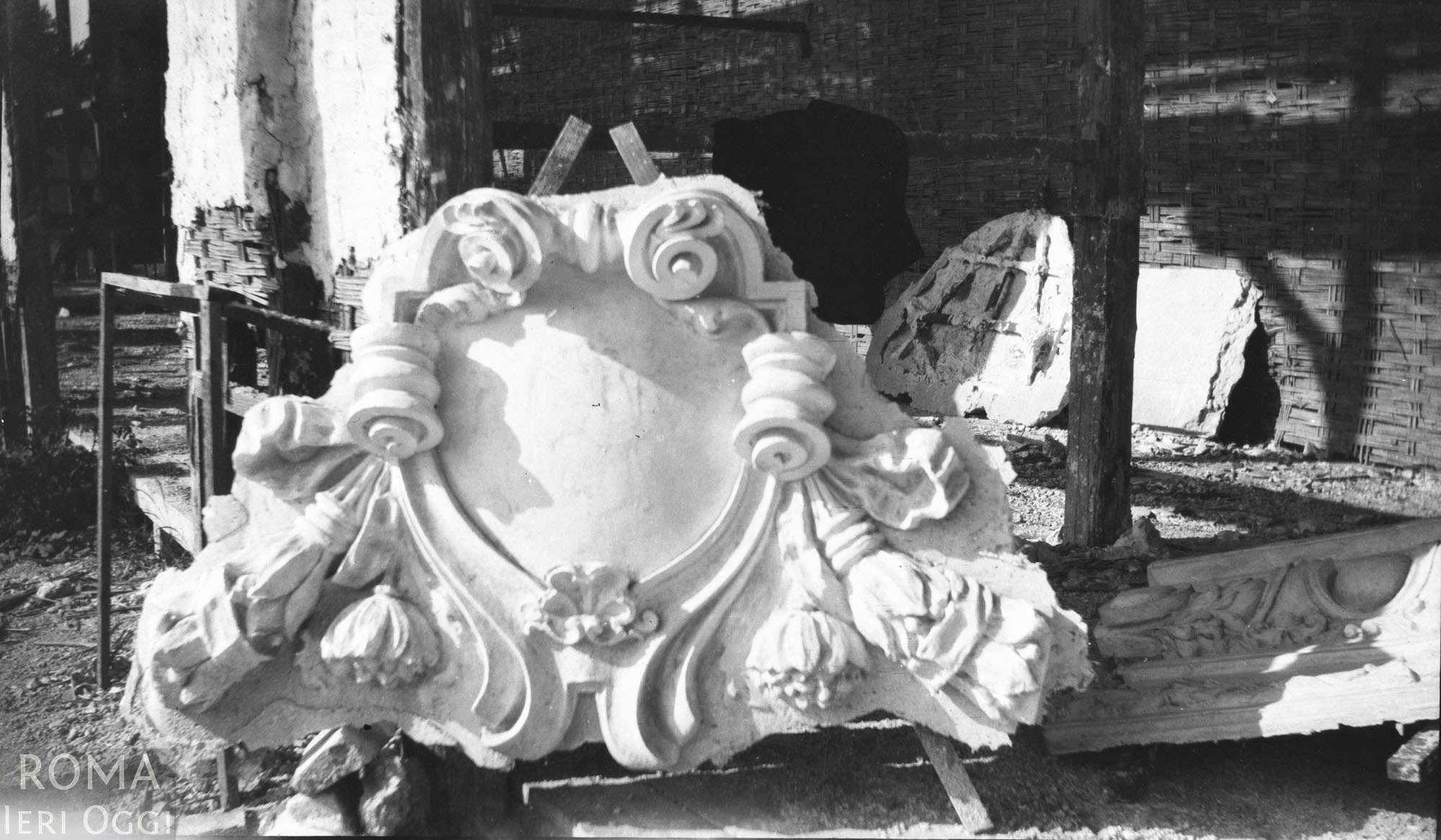 3 - Fregio in gesso da montare per i padiglioni dell'esposizione del 1911
