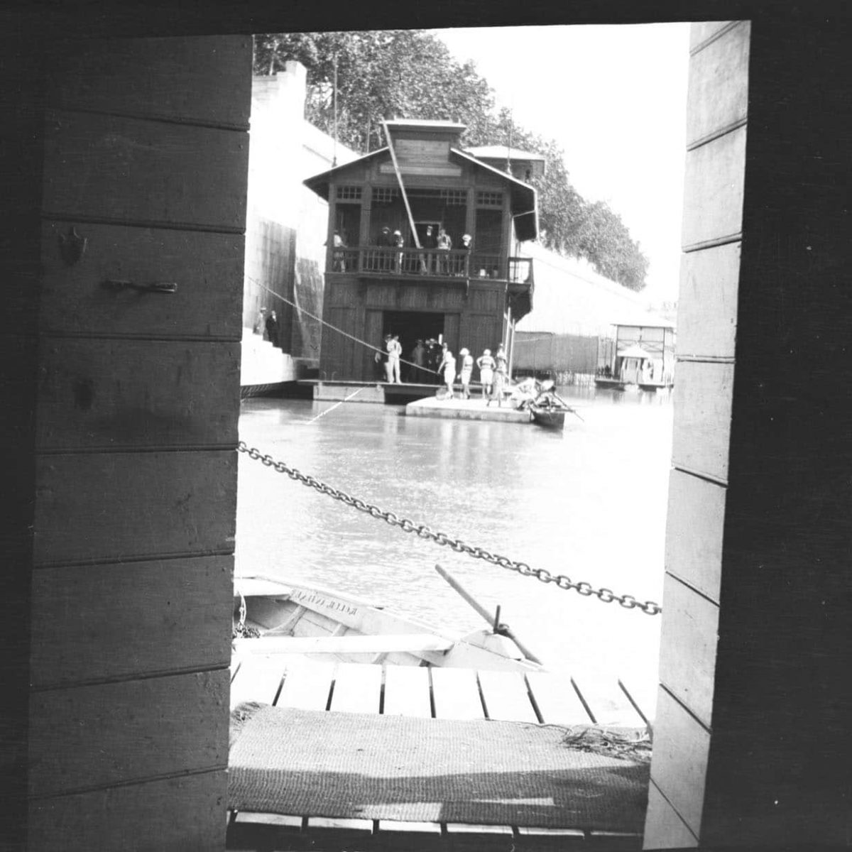 6 - Casina galleggiante sul Tevere