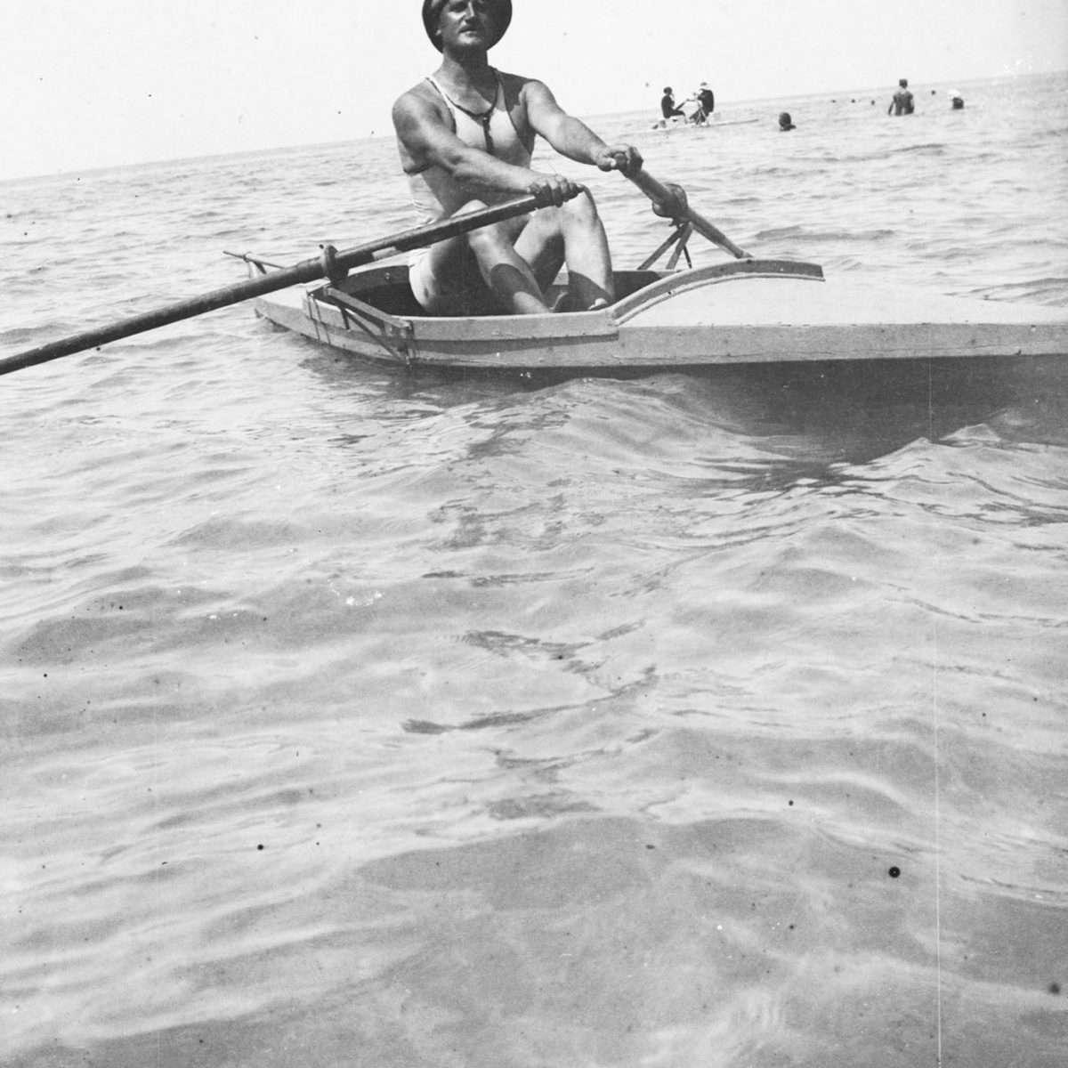 10 - Canottiere al mare