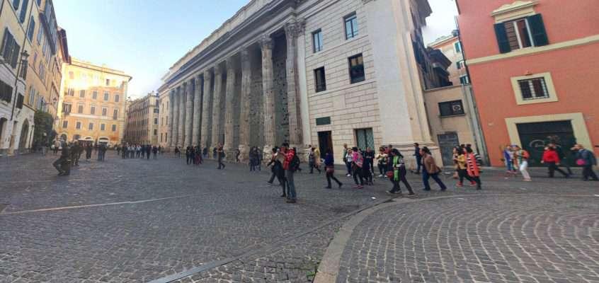 Piazza di Pietra a 360°