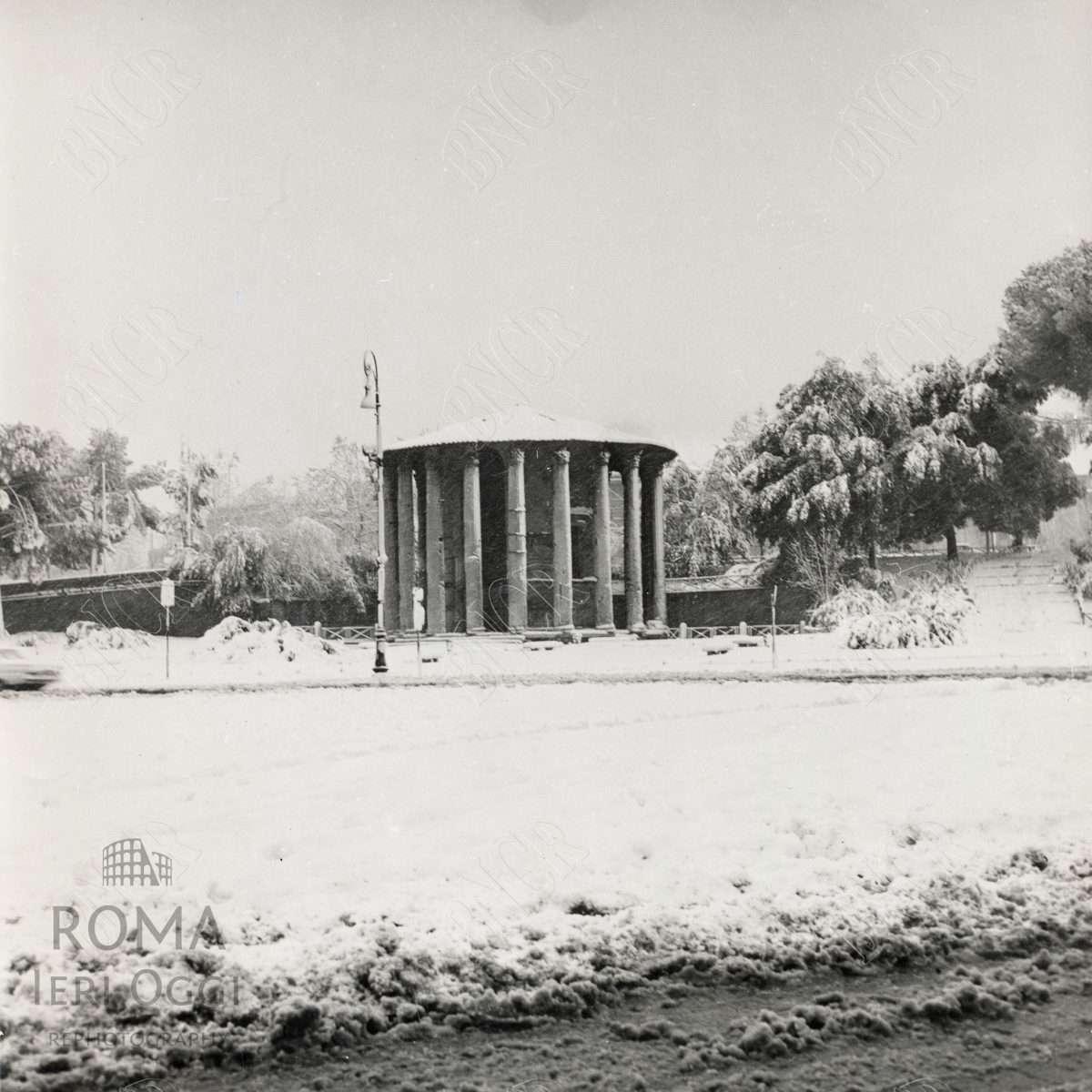 Sotto La neve 1965 Piazza della Bocca della Verità