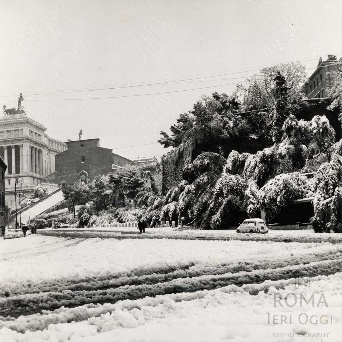 Sotto La neve 1965 Via del Teatro Marcello