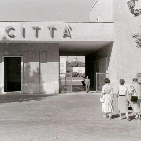 Via Tuscolana - Ingresso Cinecittà