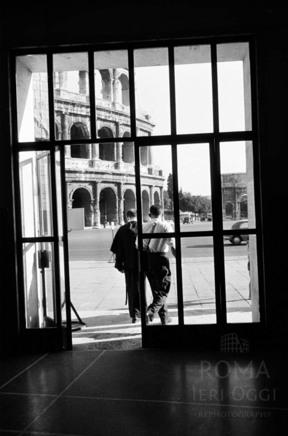 Piazza del Colosseo: interno stazione Metro B