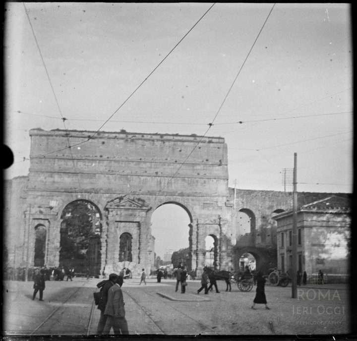 Piazza di porta maggiore 1920 ca roma ieri oggi - Replica porta a porta di ieri ...