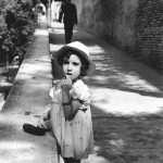 Alessandro Cintoli - Mia mamma Carla Aldega a 4 anni (1937) in posa per mio zio Giovanni Zamboni. Via Adamo Mickiewicz (andando verso Casina Valadier e il Pincio)