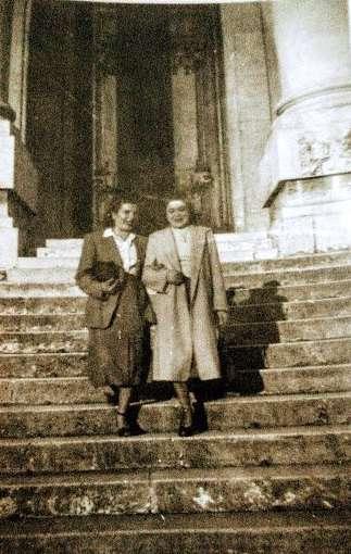 Annalisa Vece - mia mamma anni 40 ,ma non riconosco la scalinata , sicuramente una basilica romana