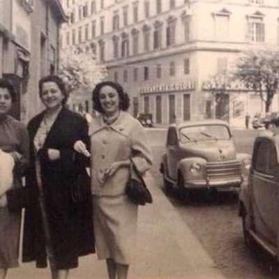 Carla Fagioli - Quartiere Prati, 8 maggio 1955 mamma,mia zia Silvana e nonna Comunarda