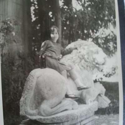 Carla Macioce - Io a Villa Borghese ....sul famoso leone..Anni '60