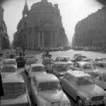 Caterina Mingione - Piazza del Popolo 1964. Chi riconosce la moto che passa?