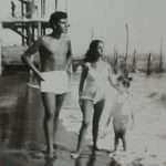 Claudia Marzi - Io con fratello e sorella nel 1954 a Ostia Lido. Sullo sfondo i pilastri del pontile