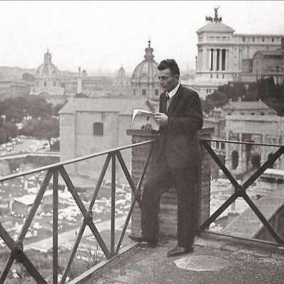 Edoardo Bianconi - Mio nonno Irenio sul balcone dell'ufficio all'interno del foro romano (credo) anno 1963