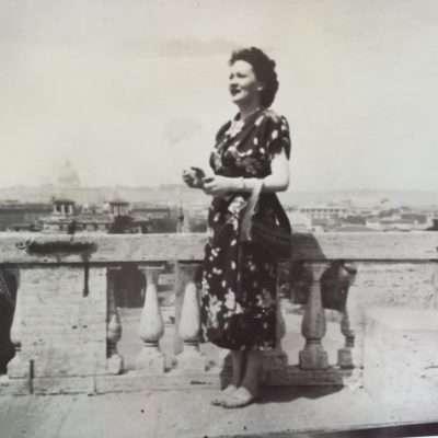 Francesca Zolla - La mia mamma Alba al Pincio anno presunto 1950