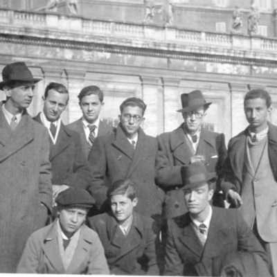Giancarlo Rago - Mio padre al centro senza cappello e con gli occhiali tondi a Piazza San Pietro nel 1938
