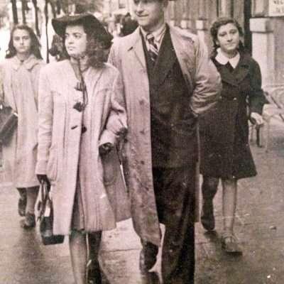Livio Camilli - 1947..mia madre Lucia assieme a mio padre Luigi a spasso in via Cola di Rienzo a Roma! La guerra era finita ed io ero appena nato