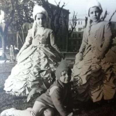 Luciano Romaniello - Con le cuginette Patrizia e Tiziana ai giardinetti di Santa Croce in Gerusalemme. Anno 1963:1964 giù di lì.. confido nella loro memoria!!