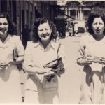 Maria Patrizia Verzaschi - Signorine a spasso per il centro di Roma (dopo guerra) ..... ia mamma in posizione centrale