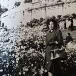Mary Ferrari - Mamma sulla scalinata di Trinità dei Monti, 1962