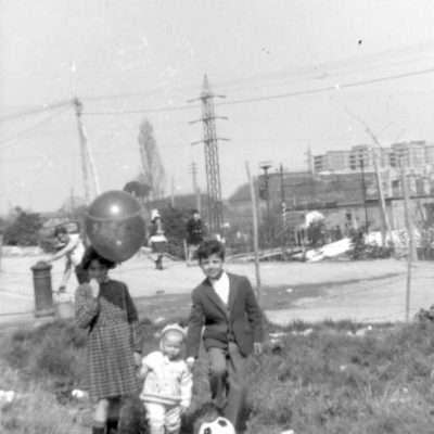 Petraccone Raffaele - sono miei fratelli e mia sorella anno 1967 circonvallazione salaria( ora tangenziale ) altezza Prato della signora.
