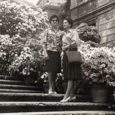 Rossella Tartaglia - Circa 1958, scalinata di piazza di Spagna. Mamma sulla nostra destra con la sorella minore