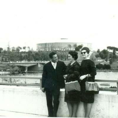Rossella Tartaglia - Eur, Laghetto, Palasport, circa 1961. Mia madre a destra con gli occhiali da sole col fratello e cognata