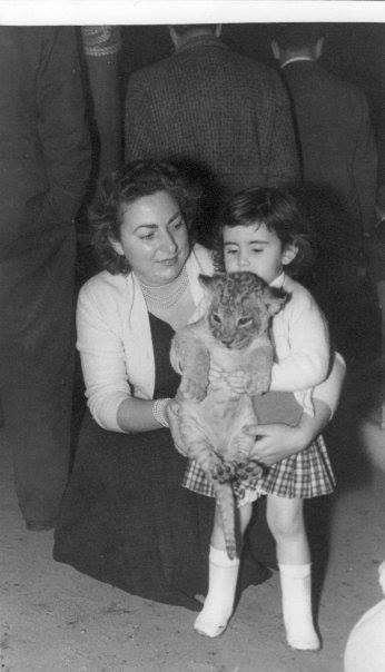 Sabrina Bri Calvino - Quando allo zoo di Roma si usava il leoncino per la foto ricordo..... 1957