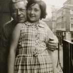 SandraMebakari Moms - Papà ed io sul balcone di casa, 1967 o qualcosina in più. Via del Corso.