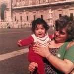 Sonia Borgognoni - Sono io in braccio a mia zia Angela in piazza San Pietro nel settembre 1978