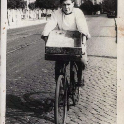 Stefano Pozzi - Mio padre sul finire degli anni quaranta, consegnava cornetti