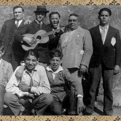Valfredo Porega - Mio padre Alfredo, con la chitarra a Trastevere anni '30.