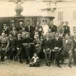Vanda Sanzogni - nel 1925, mio bisnonno Enrico Bruni (quello con il mandolino)e gli amici fuori dall'osteria di piazza Farnese