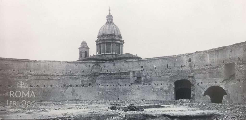 Vista dall'interno intorno al 1936, spunta sullo sfondo la Basilica dei Santi Ambrogio e Carlo al Corso.