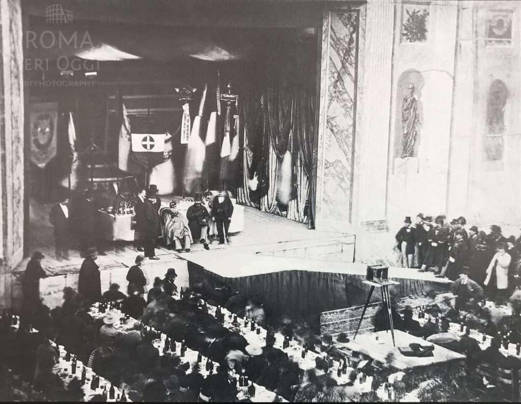 Giuseppe Garibaldi nel 1875 ad un banchetto in suo onore all'interno del mausoleo quando si chiamava Anfiteatro Corea o Correa alla romana.
