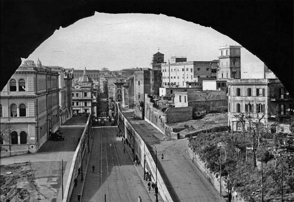 Via degli Annibaldi dal Colosseo