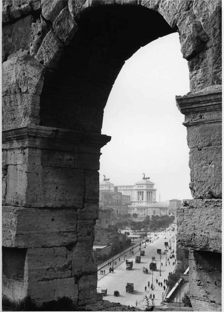 Via dei Fori Imperiali dal Colosseo