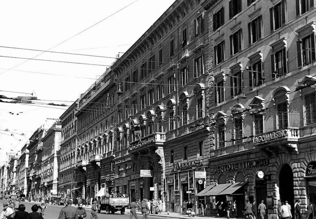 Via Nazionale di fronte al Palazzo delle Esposizioni
