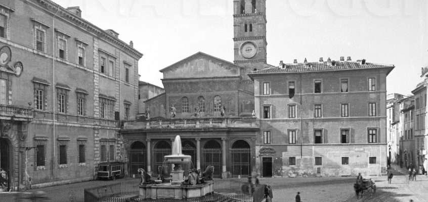 Piazza di S.Maria in Trastevere (1925 ca)