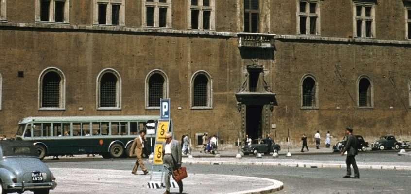 Piazza Venezia (1955)